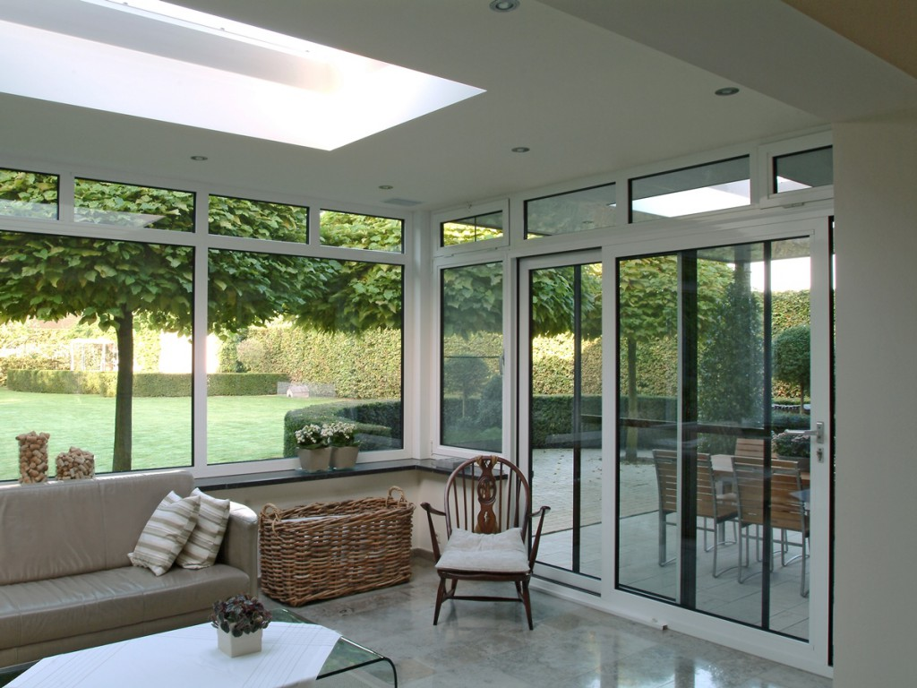 Lier aluminium veranda met pergola raamselect for Decoration interieur veranda